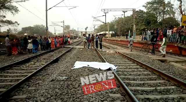 suicidal youth at medinipur station