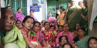 protests of women self help group for bank notice