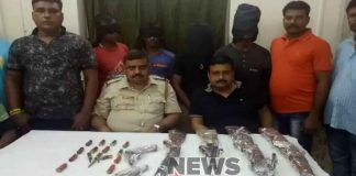 Arrested four with firearms