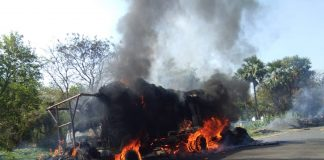 The lorry burnt for touch electric wire