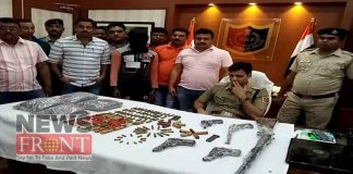 Arrested arms traders with firearms