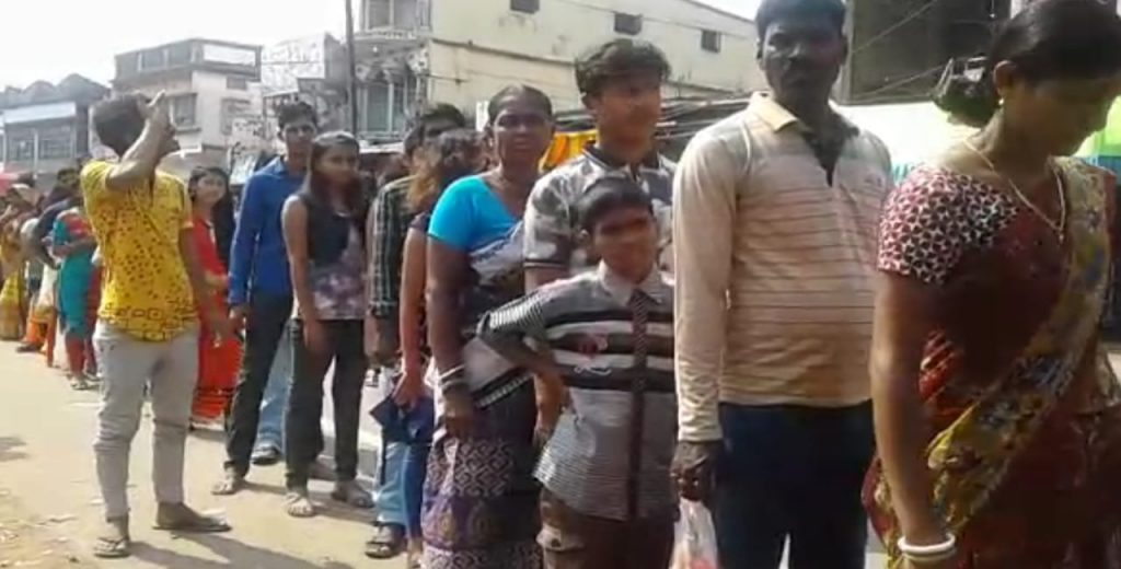 The crowd of kali temple