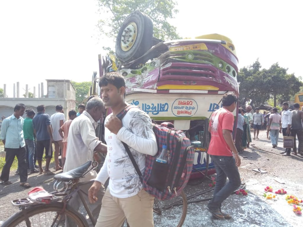 thirty injured on road accident