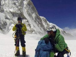 think to climb everest in life risk