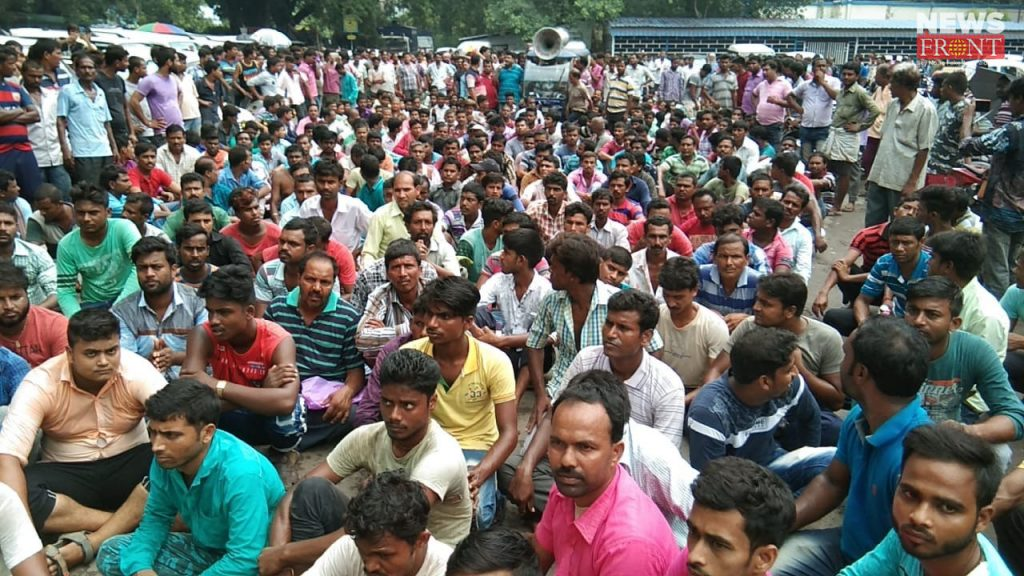 abustan protest of toto driver in malda | newsfront.co