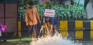 Manhole accident Maharashtra